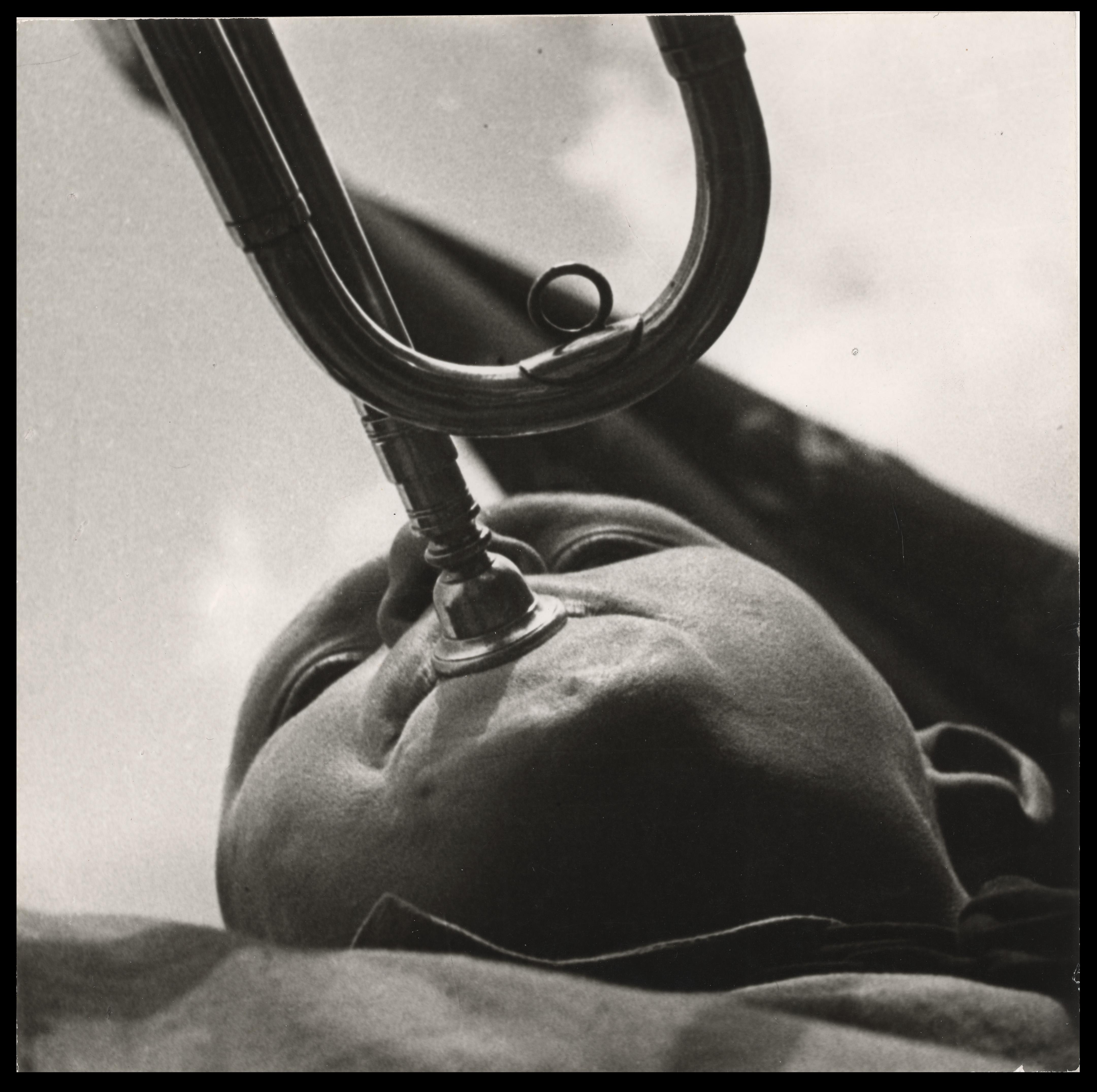 "rodchenko ""Revolución en la mirada"" Rodchenko fotógrafo Pionero trompetista    Aleksandr Rodchenko"