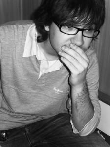 Rubén Jordán: Me gusta sentir la poesía como un arte que habla de las pasiones internas del ser humano. - Rub  n Jord  n 225x300 - Rubén Jordán: Me gusta sentir la poesía como un arte que habla de las pasiones internas del ser humano.