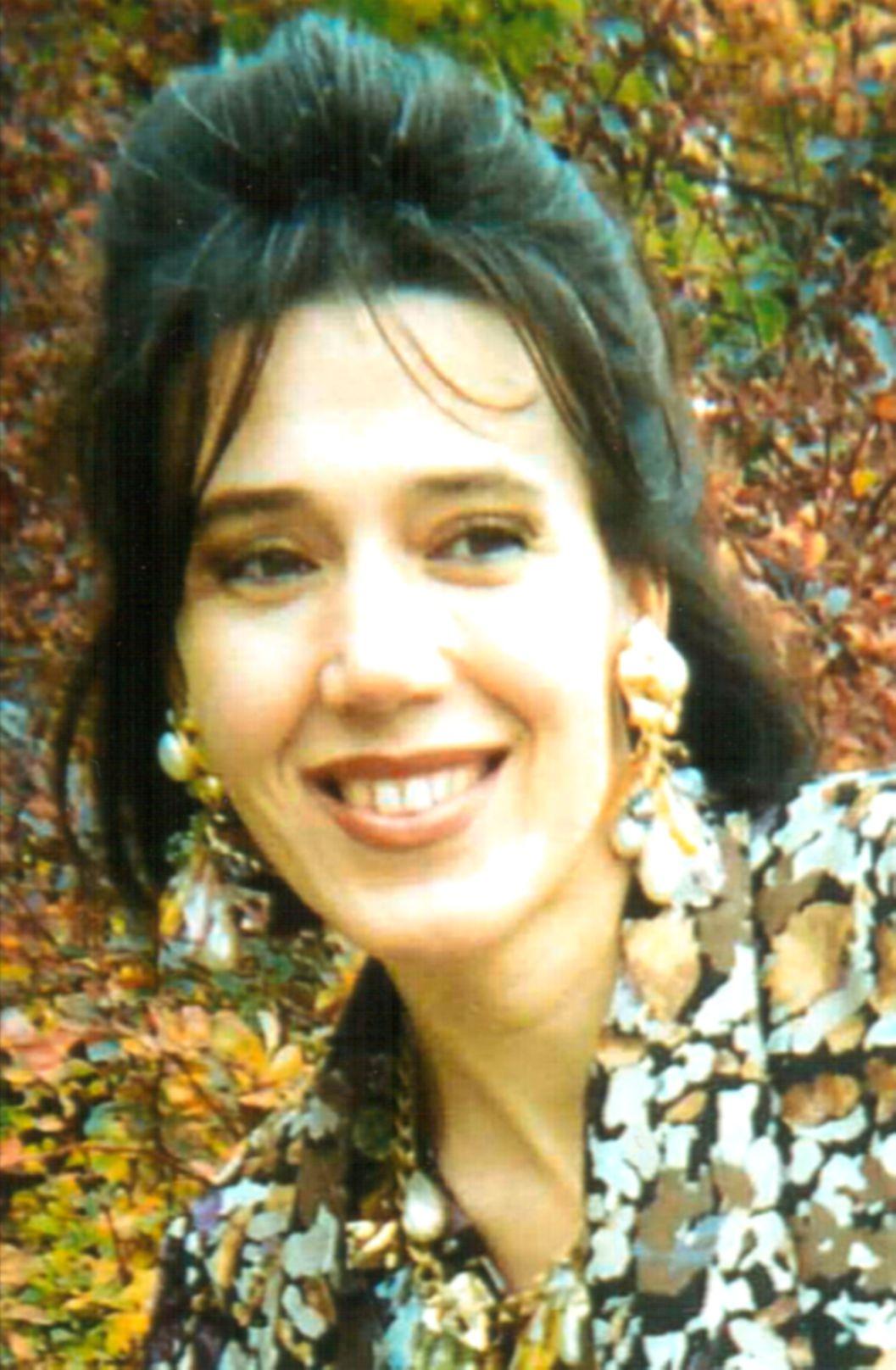 """Photo ofMaricel de la Hoz maricel de la hoz - MariaCelis1 - Maricel de la Hoz: """"La poesía no es solo lo que se escribe, sino lo que dibuja en el corazón del que la lee""""."""
